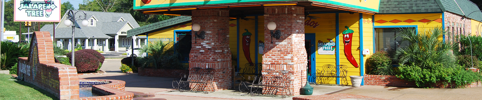 Exterior look of The Jalapeno Tree Mexican restaurant in Carthage, Texas
